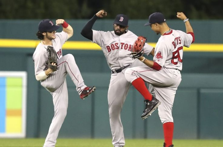 9494002-mookie-betts-jackie-bradley-jr-mlb-boston-red-sox-detroit-tigers-850x560